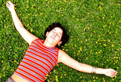 girl-laying-on-the-grass-1519524